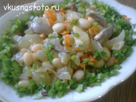 salat-iz-fasoli-i-kurinyih-serdechek