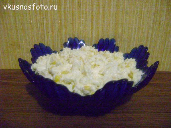 salat-iz-plavlennyih-syirkov-i-kukuruzyi
