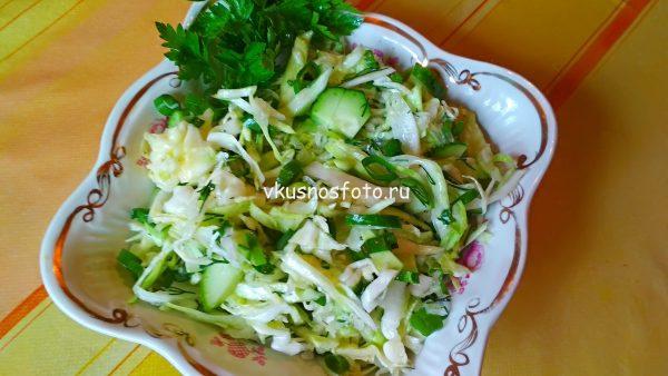 Салат из молодой капусты с огурцом рецепт.
