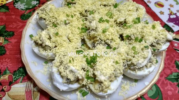 Яйца фаршированные грибами рецепт.