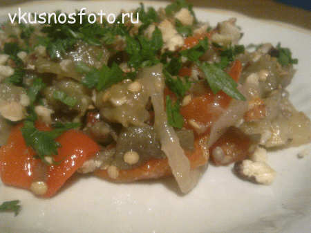 Теплый салат из баклажанов и перца