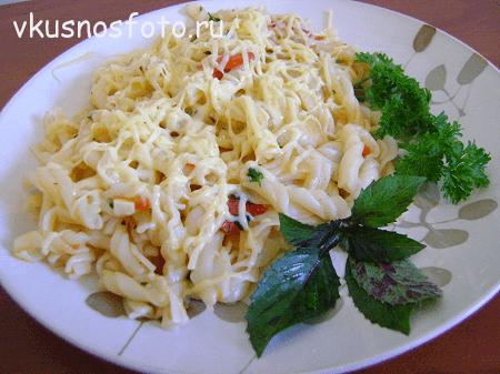 makaronyi-s-syirom-i-pomidorami
