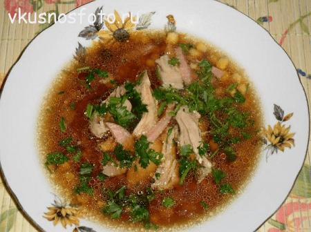 Kurinyiy-sup-s-kukuruzoy