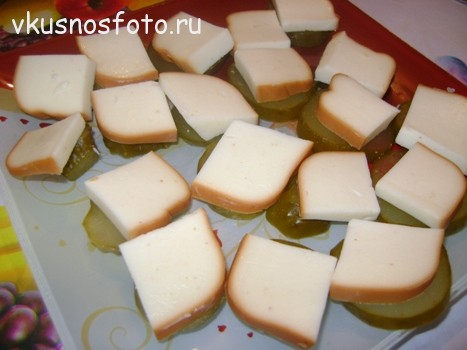 Закуска с колбасным сыром