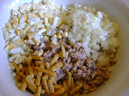 салат с консервами приготовление