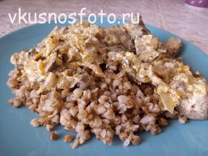 Tushenaya-pechen-krolika-v-smetane