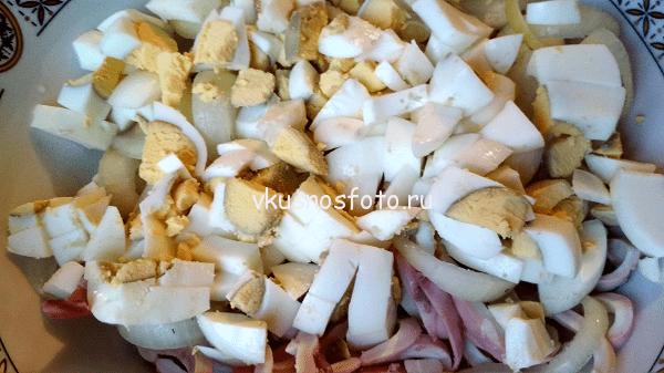 prostoj-salat-s-kalmarami-i-ogurczom